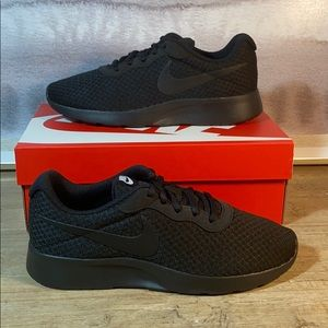 NEW Nike Tanjun All Black Sneaker / 7, 7.5